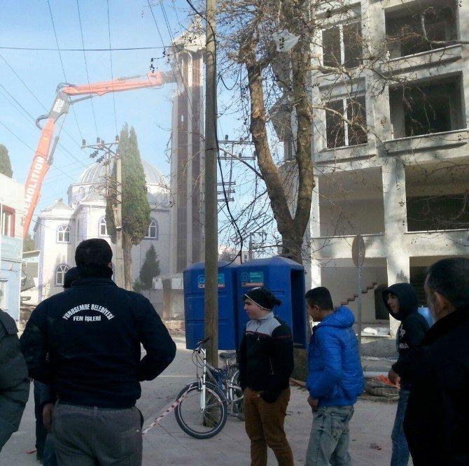 Tehlike Arz Eden Minare Yıkıldı