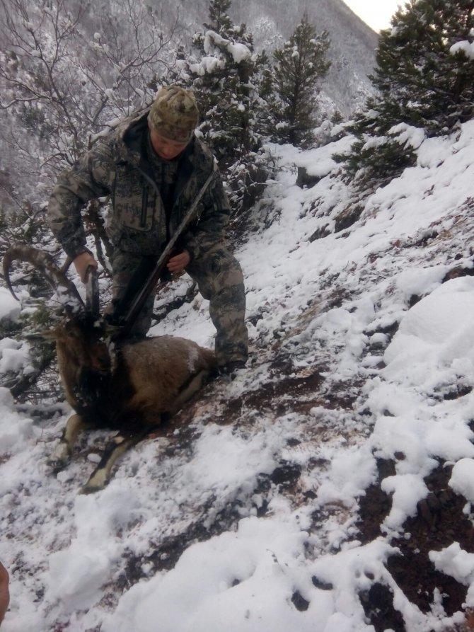 ABD'li avcı eli boş döndü Ukraynalı 450 metreden ilk atışında vurdu