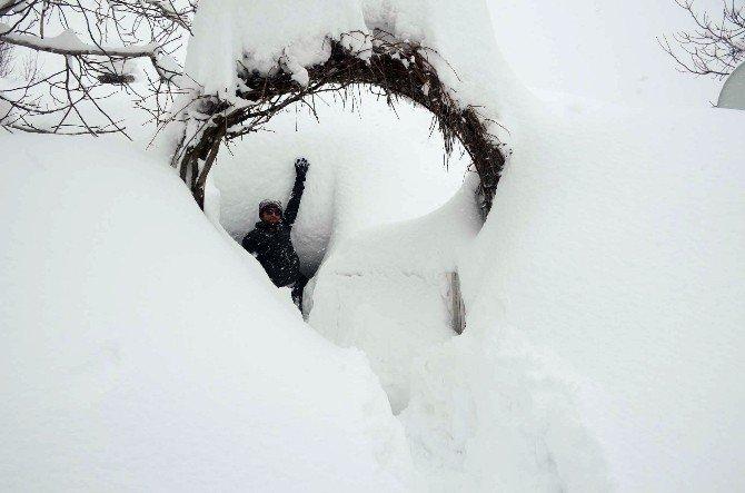 Kar Altındaki Evlerde Yaşam Mücadelesi