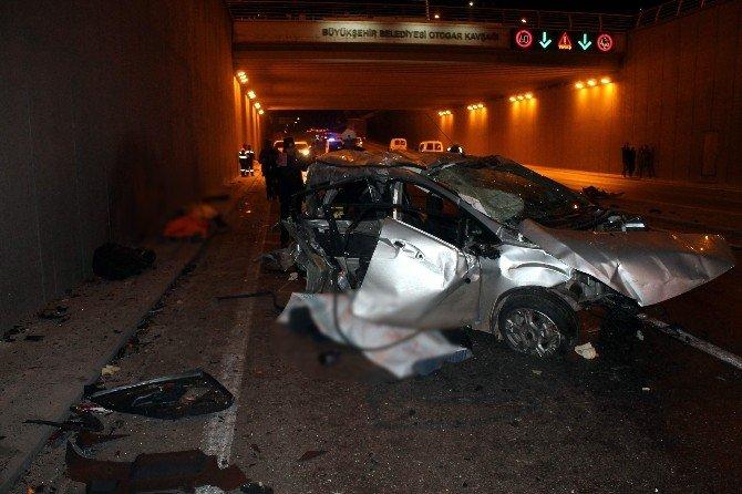 Karşı Şeride Geçen Otomobil Yolcu Minibüsüyle Çarpıştı: 3 Ölü