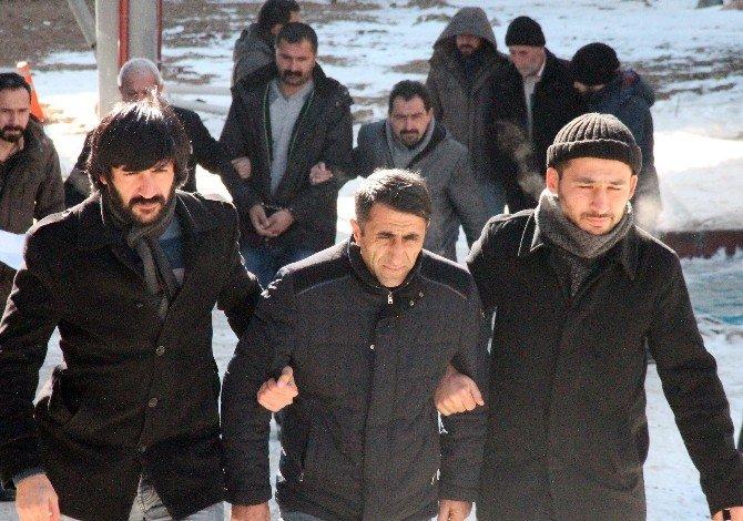 Elazığ'daki PKK Şüphelileri Sağlık Kontrolünden Geçirildi