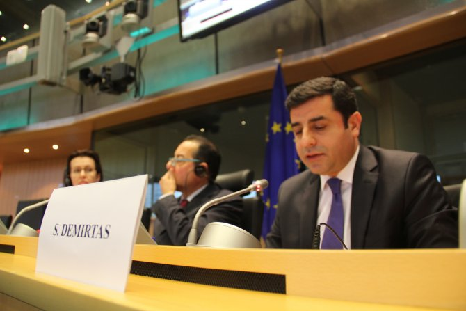 Demirtaş: IŞİD Cenevre'ye davet edilseydi Davutoğlu bağırıp çağırmayacaktı