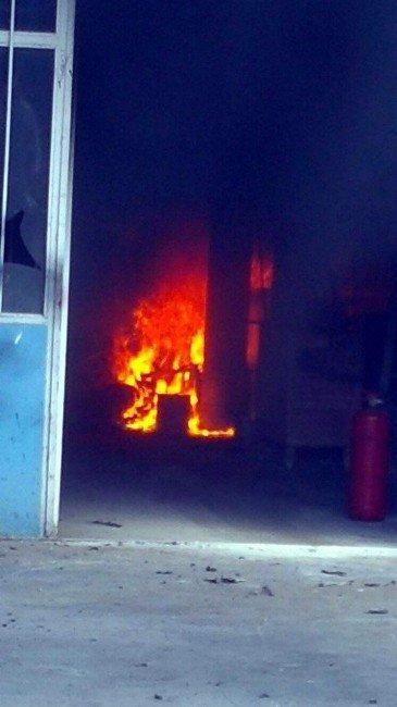 Atölyede Sobadan Yangın Çıktı: 1 Yaralı