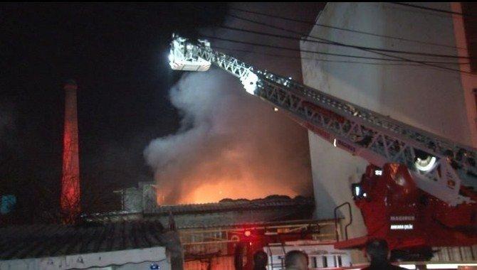 Yem Fabrikasında Çıkan Yangın Korkuttu