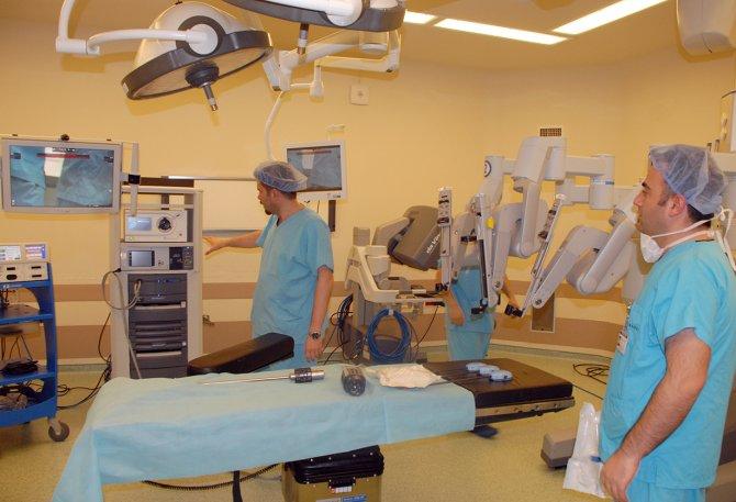 Astronotlar için tasarlanan 'da Vinci' cerrah robotla ameliyatlar başladı