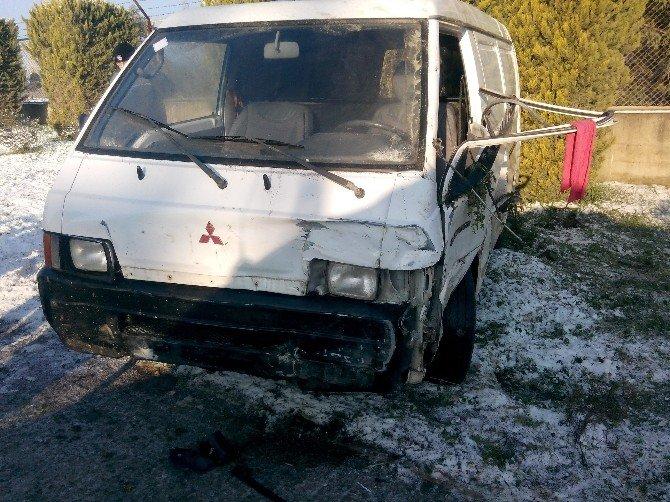 Aliağa'da Trafik Kazası: 1 Yaralı