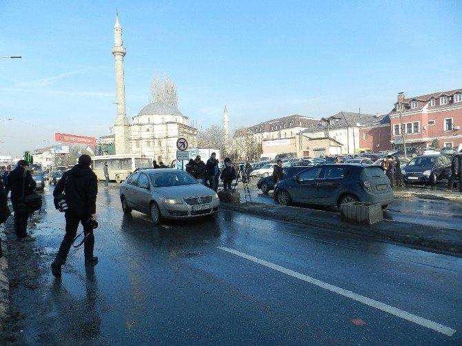 Kosova Meclisi Önünde Kornalı Eylem