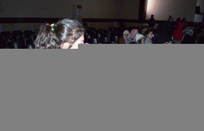 Gediz'de Öğrencilere Sirk Gösterili Karne Şenliği