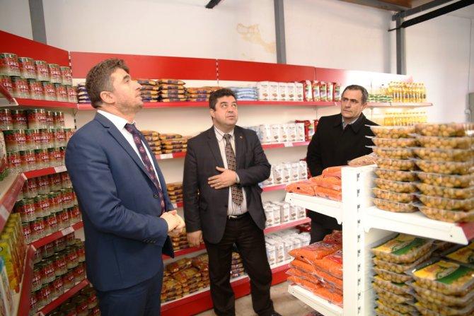 Manisa Büyükşehir Gıda Bankası Kula'da da faaliyette