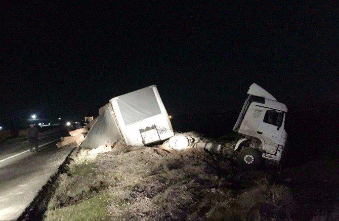Kaza Yapan Sürücü Hastaneye Gitmeyi Reddetti