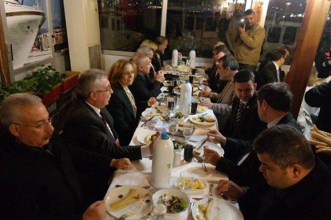 MHP Kuşadası Yönetiminden 1. Yıl Yemeği