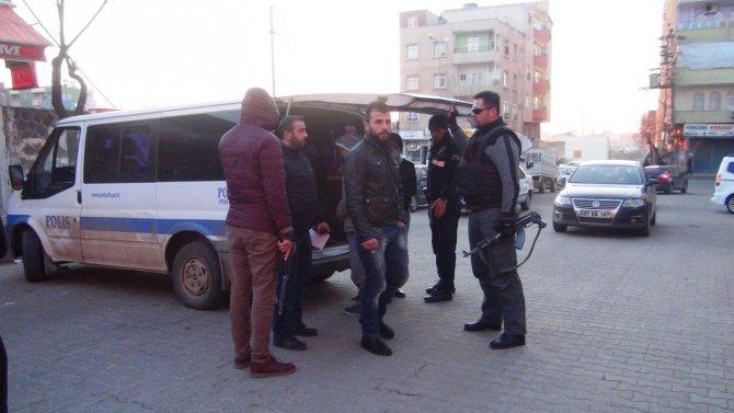 Siverek'te taşlı sopalı kavga: 3 yaralı, 6 gözaltı