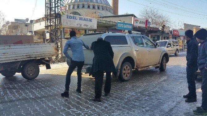 İdil'de Buzlanma Küçük Kazalara Neden Oldu