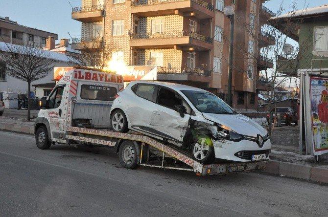 Sorgun'da Trafik Kazası: 4 Yaralı