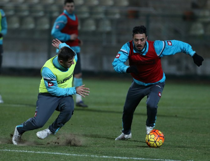 Galatasaray'la moral bulan Osmanlıspor, Antalya'ya taşındı