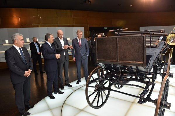 Abdullah Gül, Mercedes Müzesi'ni gezdi.