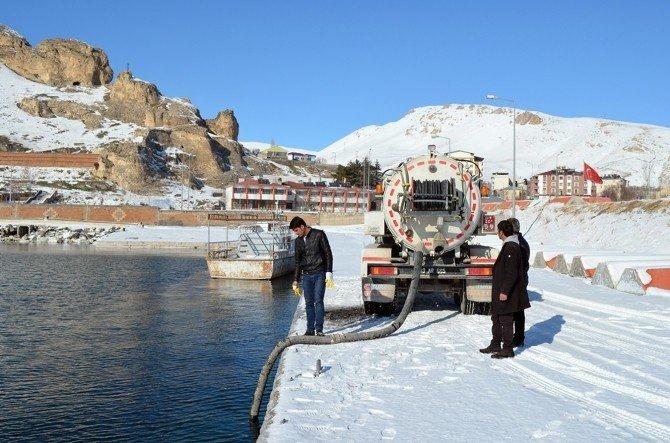 Buzlu Yollar Van Gölü Suyuyla Çözülüyor