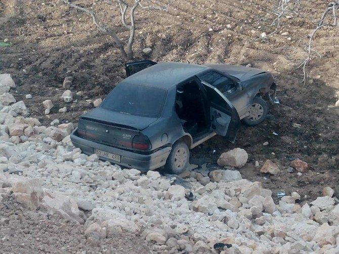 Besni'de Otomobil Şarampole Uçtu: 1 Yaralı