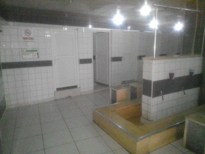 Eski çarşı camiinin tuvaletleri yenilendi