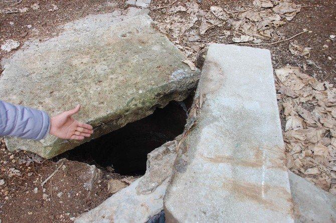 Mezarlıkta Bulunan Ağzı Açık Su Kuyusu Korkuttu