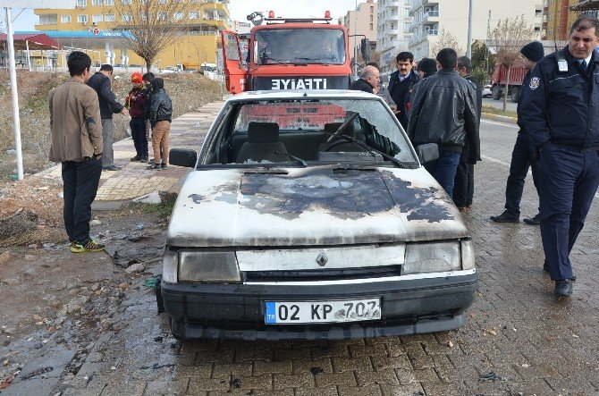 Park Halindeki Otomobil Çalıştırılmak İstenince Yandı