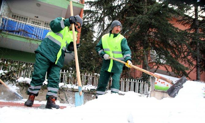 Çankaya Belediyesi'nden 620 işçiyle karla mücadele