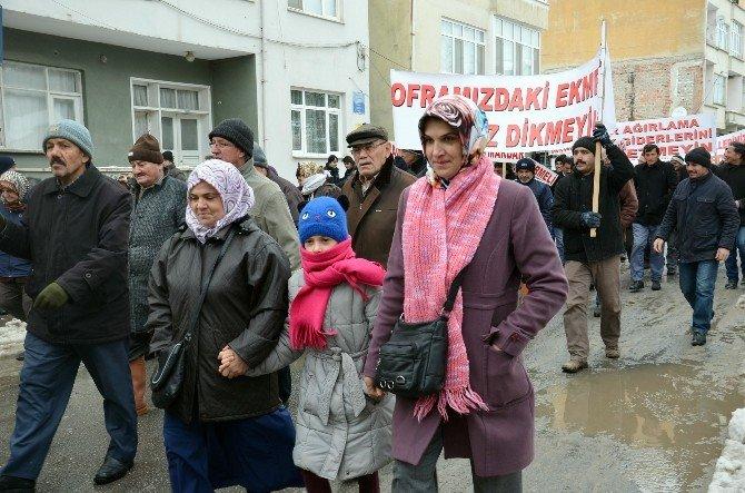 Vatandaşlar Tüzel Kişiliğe Ait Arazilerin Satışa Çıkarılmasını Protesto Etti