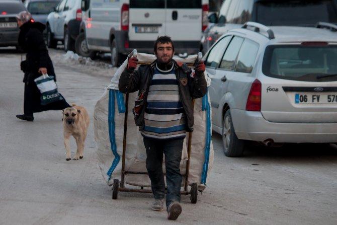Atık kâğıt işçileri: İki firma yüzünden binlerce kişi aç kalacak