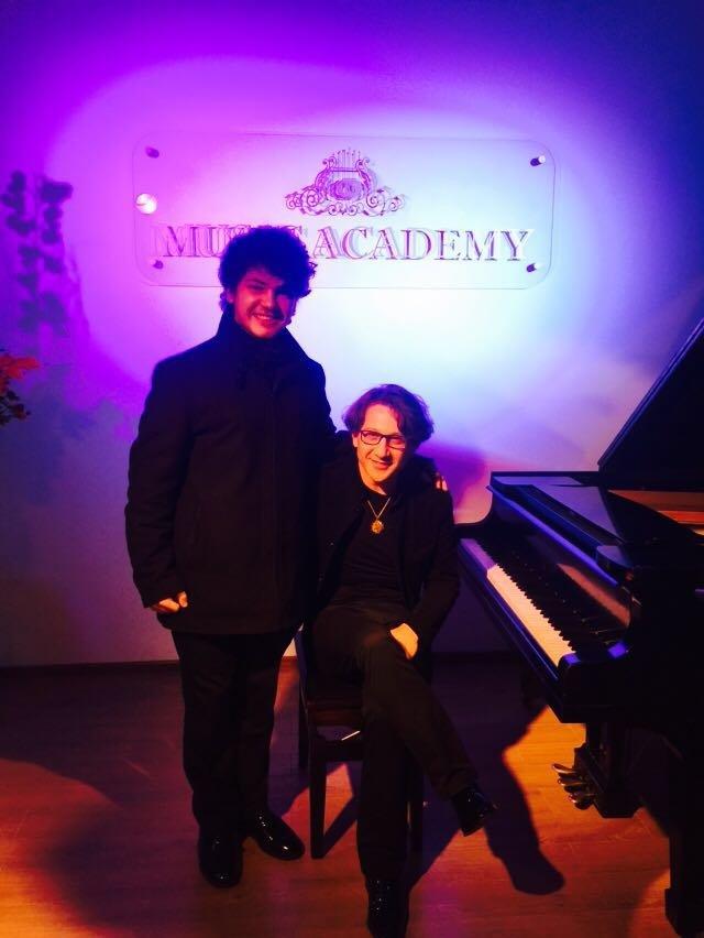 Piyanonun dahi çocuğu Gürcistan'dan derece ile döndü