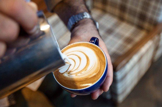 3'üncü Dalga Kahve Akımında Kahve Demleniyor