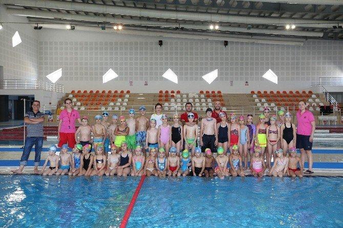 Denizli'de 1 Yılda 12 Bin Kişi Yüzme Öğrendi