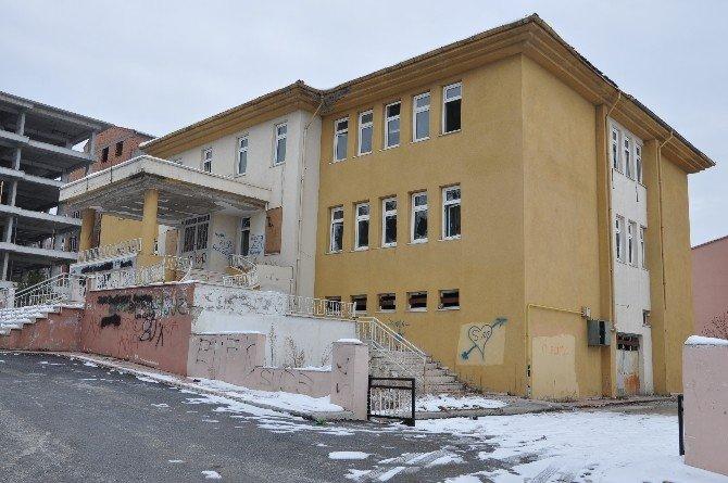 Bozüyük'te Eski Kütüphane Binasının Akıbeti Belirsizliğini Koruyor