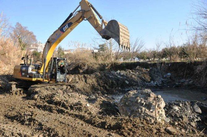 Hatay Büyükşehir Belediyesi taşkın yaşanmaması için önlemlerini alıyor