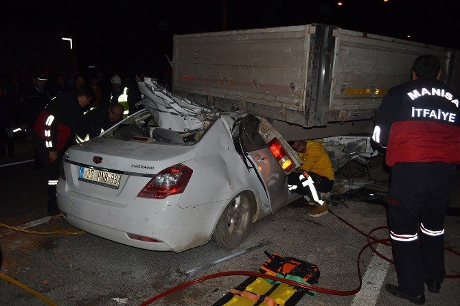 Otomobil Tır'ın Altına Girdi: 1 Ölü, 1 Yaralı