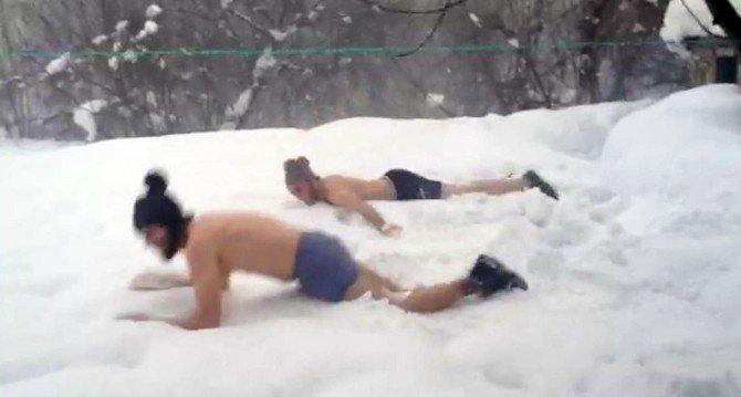 Yabancı Öğrencilerin Kar Sevinci
