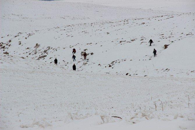 Kaybolan Genç Avcıyı Helikopterle Aradılar