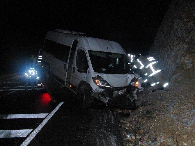 Mülteci Minibüsü Kaza Yaptı: 5 Yaralı