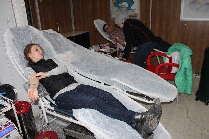 Kan Bağışı Hem 3 Can Kurtarıyor, Hem 1 Fidan Diktiriyor