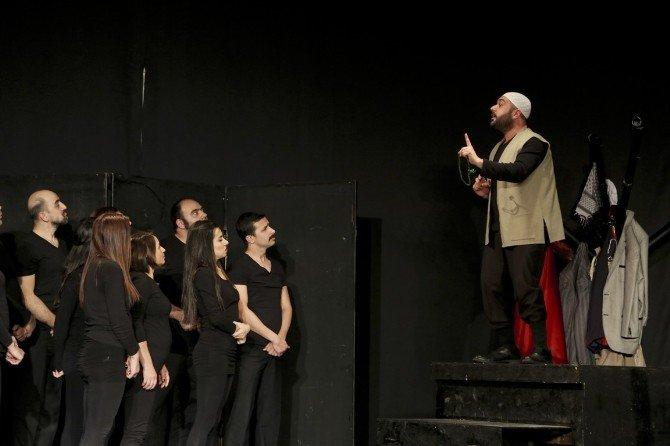 Tiyatro Sahnesinde Sürpriz Evlenme Teklifi