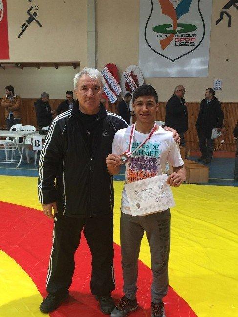 Şehzade Mehmet'li Furkan Altın Madalya Kazandı