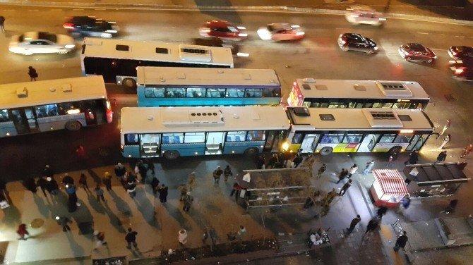 Mecidiyeköy Meydanında İki Yolcu Otobüsü Çarpıştı