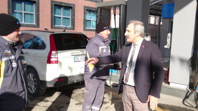 MHP'li vekilden benzin istasyonunda akaryakıt protestosu