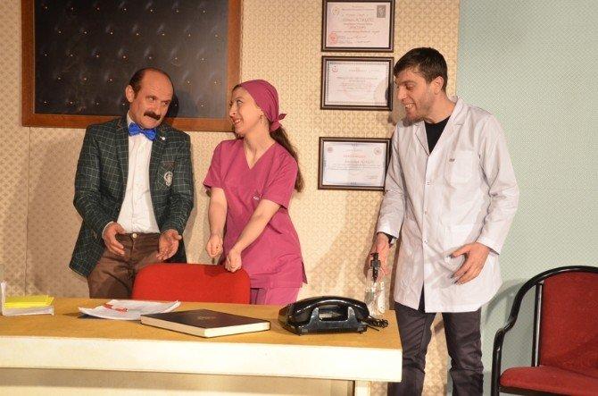 """Mizah Sanatı Derneği Gugulumdakiler Tiyatrosu """"46'Lıklar"""" Komedi Oyunuyla Perdelerini Açıyor"""