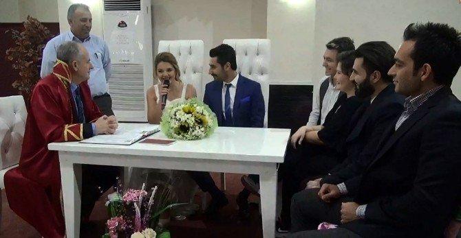 Popstar Habibe Nikah Masasına Oturdu