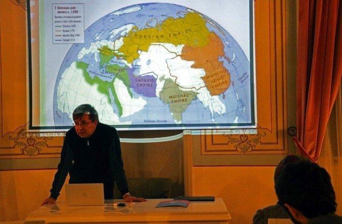 """Prof. Dr. Tahsin Görgün: """"Modern Batılı Tarihçiler Okuyucularına Karar Hakkı Tanımıyor"""""""