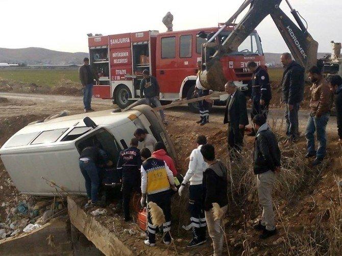 Babasının Minibüsünü İzinsiz Alan Çocuk Su Tahliye Kanalına Uçtu
