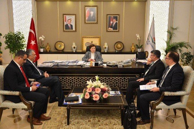 Başkan Karalar, Projelerini Bakan Sarı İle Görüştü