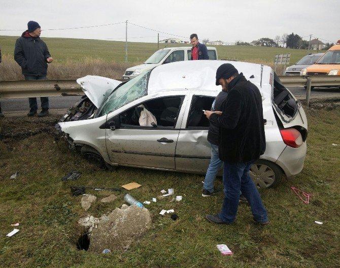 Bariyerlere Çarpan Otomobil Yoldan Çıktı: 1 Yaralı