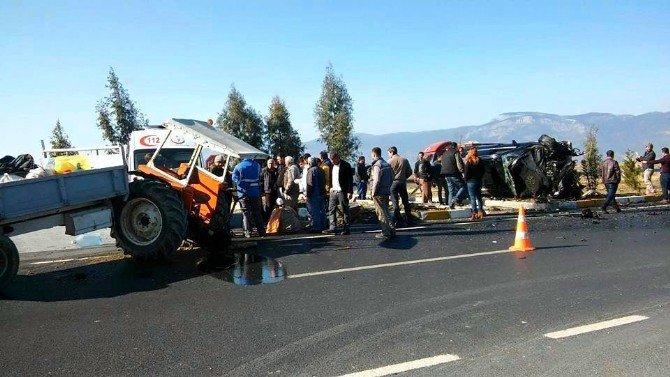 Söke'deki Kaza Traktör İkiye Bölündü, Diğer Araç İse Hurdaya Döndü