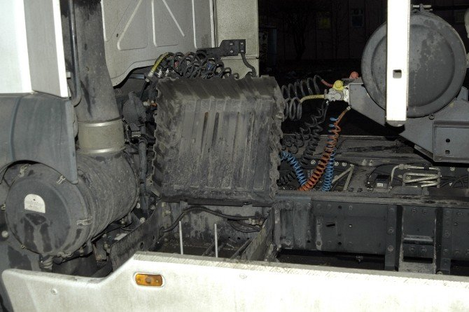 Kamyon Garajında AKÜ Hırsızlığı